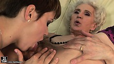 The furry pussy of this old babe still attracts sexy young lezzies